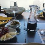 Empezamos con un aperitivo con Juaneque y Mari. Etapa.