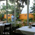 Из ресторана можно выйти позавтракать в садике