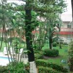 jardines, terraza común y habitaciones