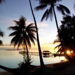 couché de soleil sur la plage de l'hôtel