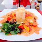 Les photos reflètent le menu que nous avons mangés.  Le panier gourmand offert, la vue du jardin