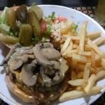 La hamburguesa especial, excelente!!