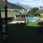 Blick vom Zimmer auf Pool