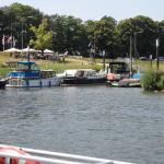 Terras met zicht op het haventje . nl .