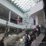 Холл первого этажа, эскалатор