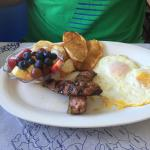 Eggs with Greek sausage