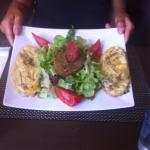 Pates au foie gras et magret de canard. Et tartine de reblochon