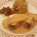 Pavé au foie gras avec sa sauce aux cèpes avec une garniture de pommes de terre salardaises