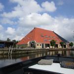 Picture of the vakantieboerderij Broeresloot taken from the boat we rented there.