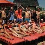 Наша компания у бассейна