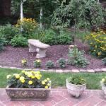 Oaks Victorian Inn Backyard Overview