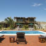 Terraza y piscina de Punta Pacífico Bungalows