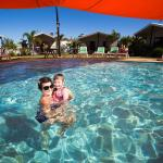 Broadwater family tourist park poolview villas