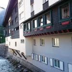 Some rooms overlook the River lech