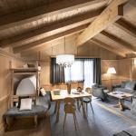 Gardena Deluxe Suite living room