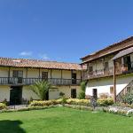 Jardín que antecede al Hostal llipimpac - Cusco