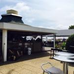 La Pagode, un restaurant très sympa en surplomb d'une piscine. Ont peut y manger entre les pins,