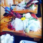 新鮮な魚がホントに美味しいお刺身定食。 伊勢海老はこの後、お味噌汁にしてくれました♫