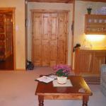 Wildflower Inn Glacier Lily Suite 01