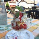 Ottima panna e fragole fresche