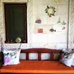 Bilgütay'ın seramikleriyle süslü kahvaltı alanı