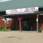 Foto de Log Cabin Lodge and Suites