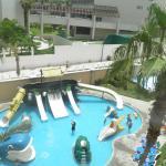Una mirada al parque de niños - piscina
