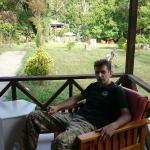 Kütük evin verandasından bahçesi ve ben :)