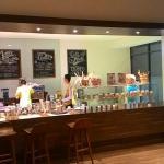 Salah satu tempat menikmati kopi yang enak, ada di Swiss-Belhotel Cirebon. Menikmati kopi diping