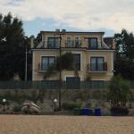 Vista dalla spiaggia verso l'hotel