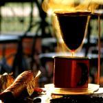 Delicioso Café Gourmet feito na hora em tradicional coador acompanhado deliciosa Broa Caipira