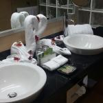 Diversas partes del hotel y ladecoracion diaria  de la  habitación