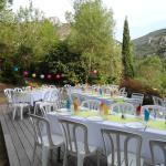 Repas de mariage en extérieur, simple et coloré!