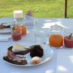 Heerlijk ontbijt in de tuin
