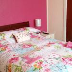 un suite bedroom