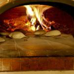 La Fouace en train de cuire au feu de bois