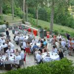 tables pour le diner de gala en terrasse avec vue