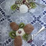 Îles flottantes* + Mouse au chocolat *Schneenokerln auf Schokolade-Vanillesauce