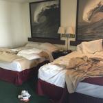 Dos camas matrimoniales en cada habitación