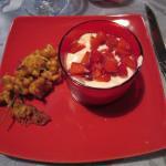 Dessert accompagné de friture de fleurs d'acacia.