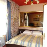 Bedroom - design goes for lavish baroque desing