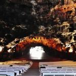 Konzertsaal in der Höhle