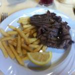 Bistecca ai ferri con patate fritte