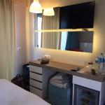 Otelin konsepti gerçekten çok güzel. Odaların tasarımı ve temizliği harika. Havuz yeterli ve tem