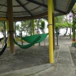 Zona de descanso y vistas frente a las cabinas