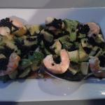 Aguacate, langostinos y caviar