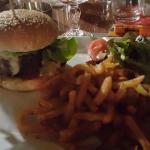 Aprés les tapas l'Hamburger et ses excellentes frites