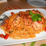 Delicious pasta with shrimps