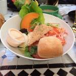 Bästa lunchen i Västervik!! Fantastiska sallader och räksmörgåsar!