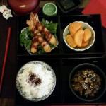 Plat : bento avec patates douces et aubergines  Dessert : chiffon cake au matcha